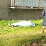 Девочка выпала из окна и погибла